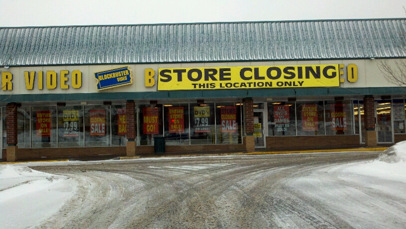 Photo: Blockbuster Closing